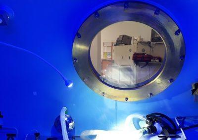 lumiere bleue dans un caisson hyperbare